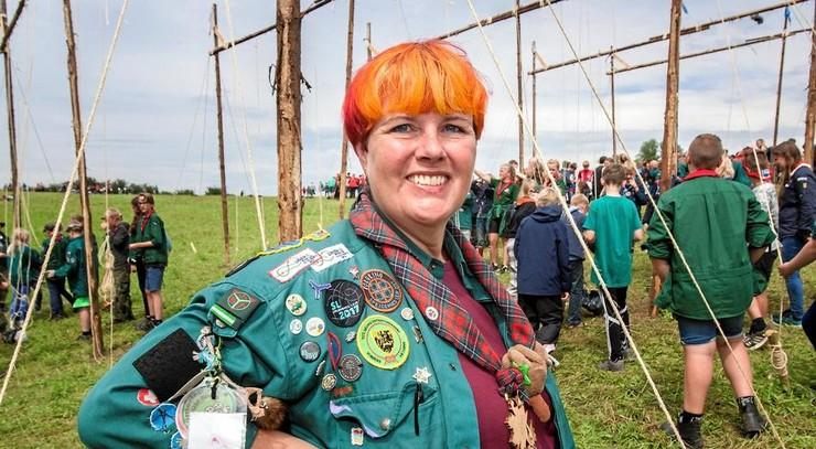 Billede af KFUM-spejder Dorthe Mølvig i uniform på en lejr